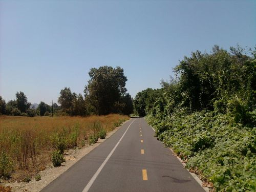 One of the prettier sections of the trail, past the El Monte Airport as you near Rosemead. Photo by Cromagnom under Wikimedia Commons.