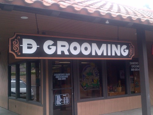 D Bar Grooming sign
